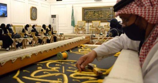 مجمع الملك عبدالعزيز لكسوة الكعبة والمعرض يبدأ في استقبال الزوار والمعتمرين