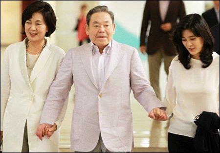 """""""مجموعة سامسونج"""" تعلن وفاة رئيسها """"لي كون هي"""""""