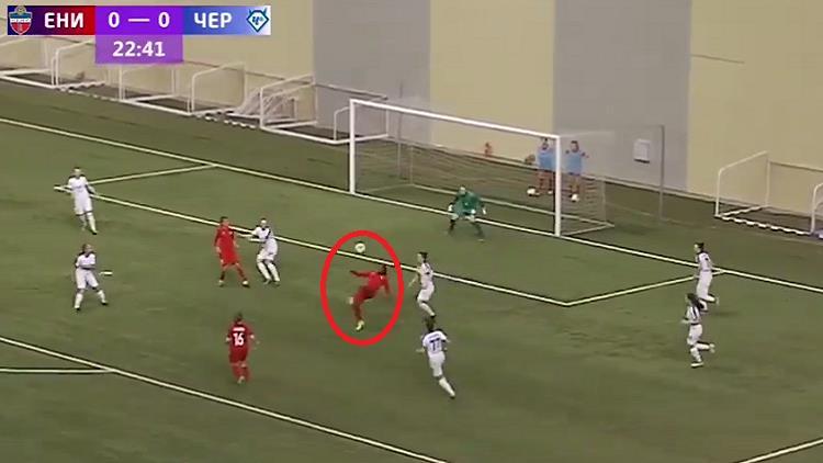 شاهد.. لاعبة تسجل هدفا مقصيا رائعا في الدوري الروسي