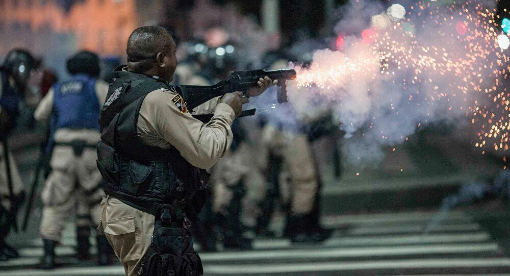 ارتفعت حصيلة قتلى تبادل لإطلاق النار مع عصابة مخدرات في البرازيل إلى 28