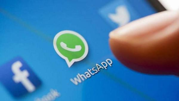 واتساب يوافق على عدم مشاركة بيانات مستخدميه مع فيس بوك مؤقتاً