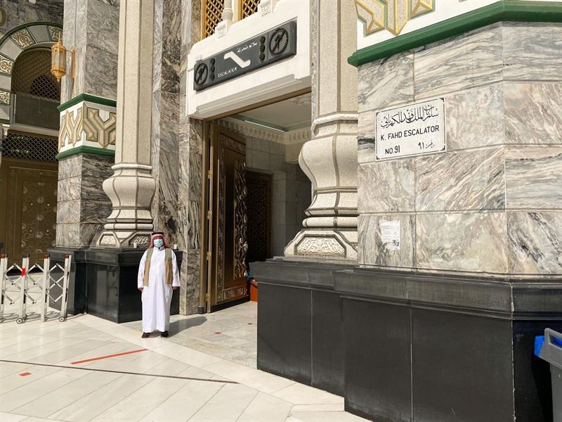 """""""رئاسة الحرمين"""" تكثف الإجراءات الاحترازية على أبواب المسجد الحرام"""