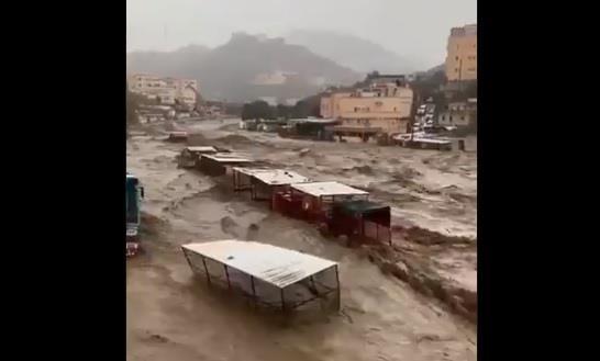 جريان عدة أودية في محافظات جازان إثر هطول أمطار غزيرة