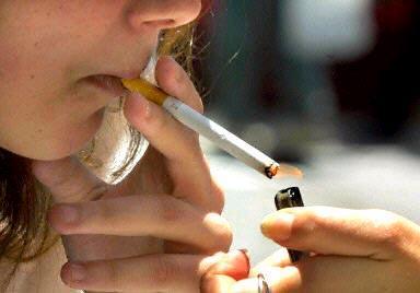 """""""الصحة العالمية"""" تحذر من خطورة تزايد تعاطي التبغ بين النساء في أوروبا"""