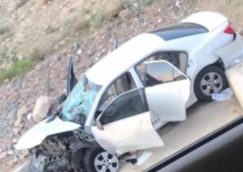 إصابة رجل وزوجته وأطفالهم اثر حادث انقلاب مركبتهم بجنوب الطائف