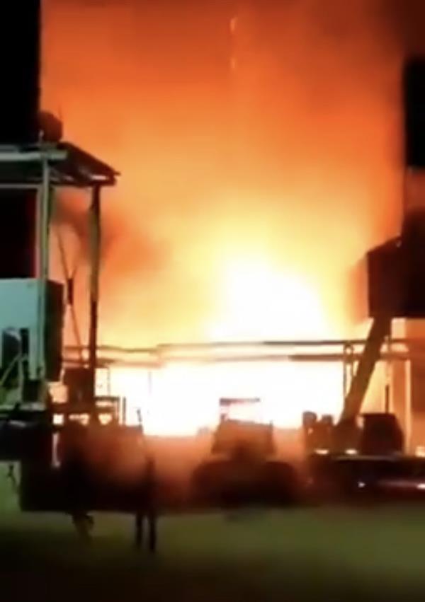 شاهد .. انفجار هائل في مصنع للصلب في كرمان بإيران