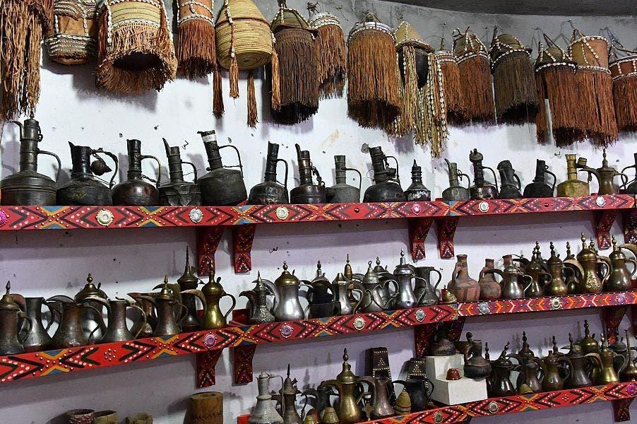 متحف بجازان يضم 7 آلاف قطعة أثرية جمعها مواطن خلال 33 عاماً.