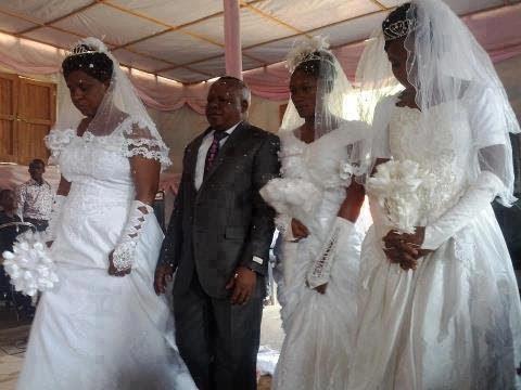 حفل زواج لمسلم أوغندي من 3 نساء يثير الجدل بعد جمعه بين أختين (فيديو)