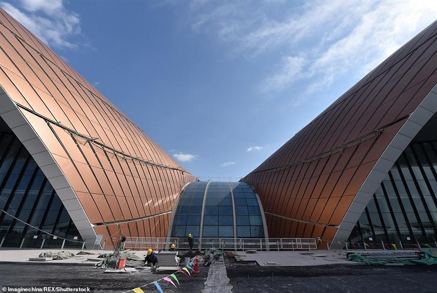 بالفيديو والصور .. الصين تستعد لافتتاح مطار جديد على شكل نجمة البحر لإنعاش السياحة والسفر