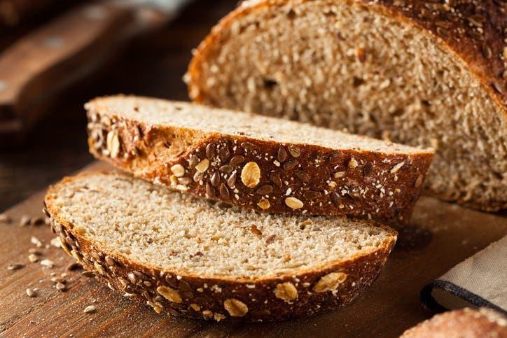 إياكم وعدم تناول الخبز.. خبراء صحة يحذرون