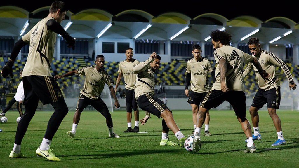 صورة من تمرين ريال مدريد في الملعب