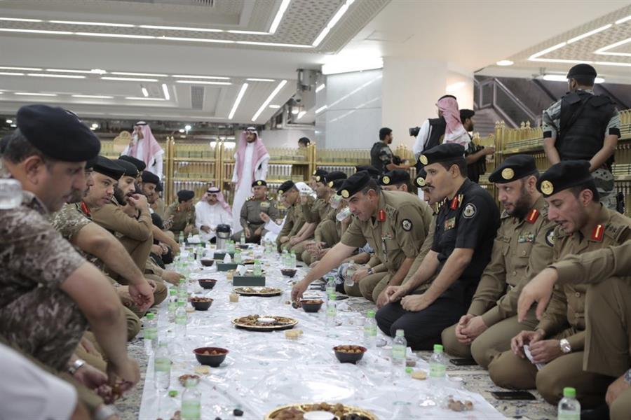 شاهد.. الأمير خالد الفيصل والسديس ac38be8d-e679-400d-b