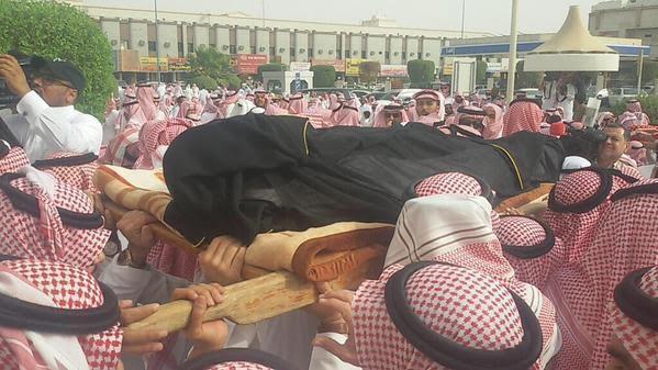 بالصور .. تشييع جُثمان سعود الدوسري من جامع الملك خالد بالرياض