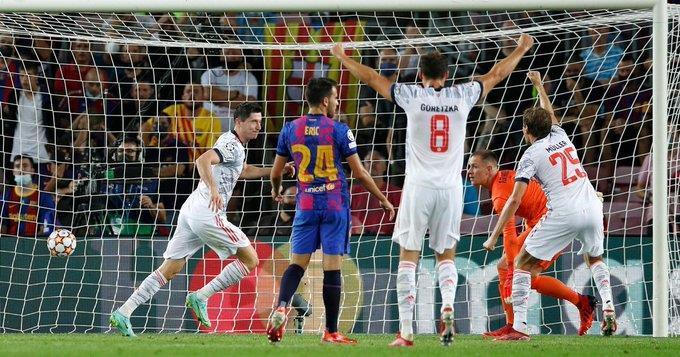 بايرن ميونخ يفتتح مشواره في دور المجموعات بثلاثية بمرمى برشلونة