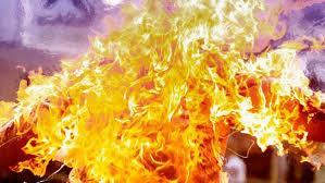 مواطن بمصر يشعل النار في نفسه