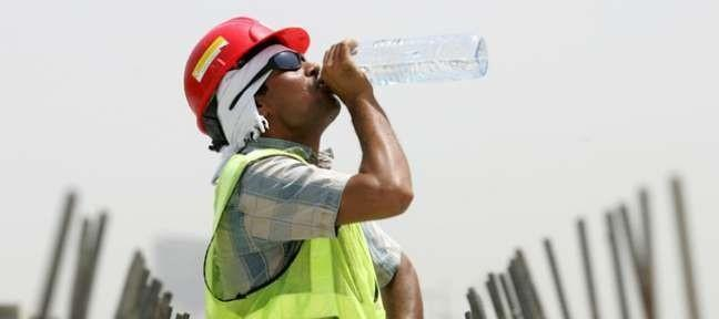 تعرف على الخطوات التي يجب اتخاذها من قبل جهات العمل لحماية العاملين من درجات الحرارة
