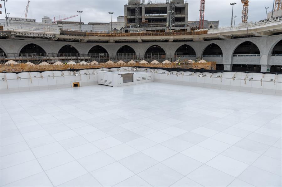 عبر فريق وطني مختص ومزود بأحدث التقنيات.. تنظيف سطح الكعبة المشرفة خلال 20 دقيقة