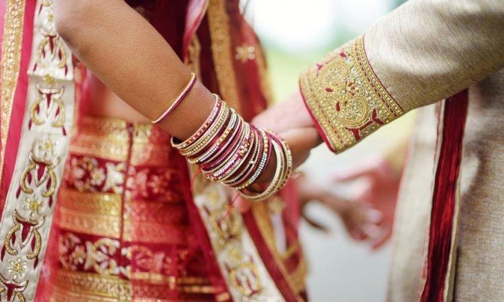 الهند .. فتاة تلغي زفافها بسبب نظارات العريس!