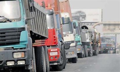 """""""المرور"""" يشرح مجدداً لقائدي المركبات كيفية تجاوز الشاحنات بسلام"""