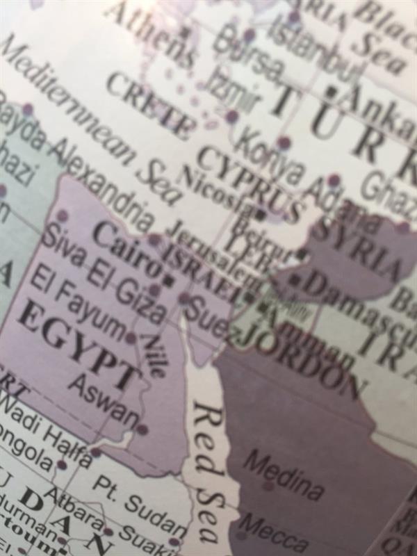 """""""التجارة"""" تصادر مجسمات للكرة الأرضية تسمي الأراضي الفلسطينية بـ""""إسرائيل"""" (صور)"""