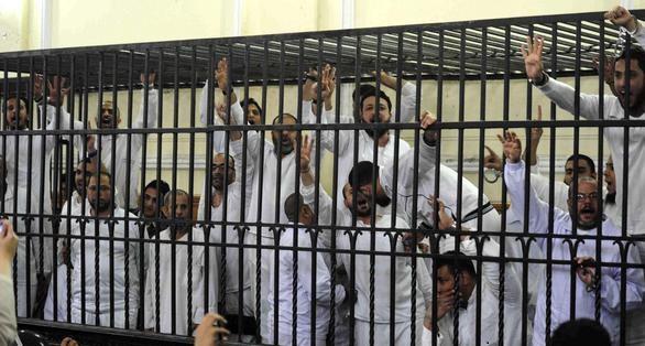 مصر.. إحالة عشرات الإخوان لمحاكمة عسكرية