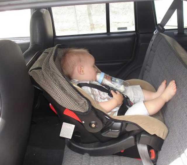 سلامة الأطفال داخل المركبة