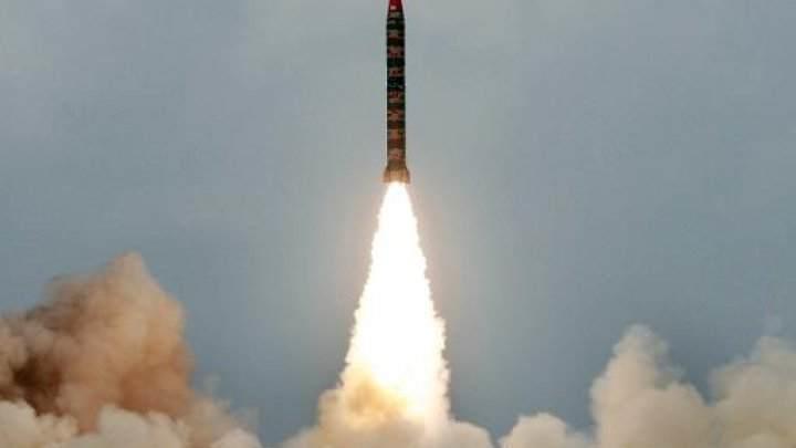 باكستان تجري تجربة لصاروخ بالستي يمكن تزويده براس نووي