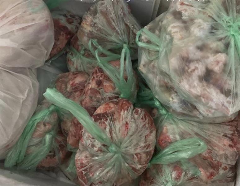 ضَبْط كميات من اللحوم مجهولة المصدر داخل مطبخ في الطائف