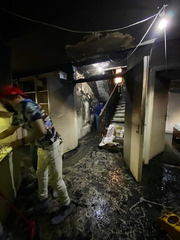 اندلاع حريق بمنزل أسرة المصور الراحل صالح العزاز ونجله يكشف التفاصيل