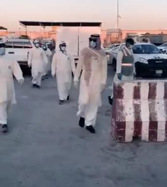 """جولة مفاجئة لفرق """"أمانة الرياض"""" ترصد تكدساً في مساكن العمالة وغياب التهوية"""