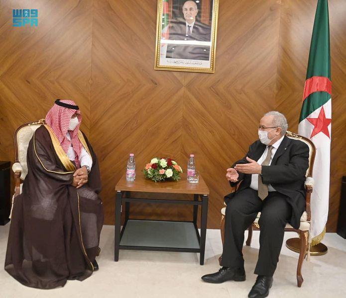 سفير المملكة في الجزائر يُقدّم نسخة من أوراق اعتماده لوزير الخارجية الجزائري