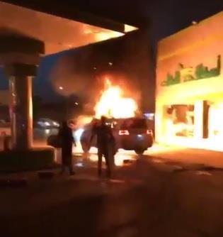 """جموع تُشيع ضحايا الحريق الذي اشتعل في منزل الشاب """"منقذ محطة الوقود"""""""