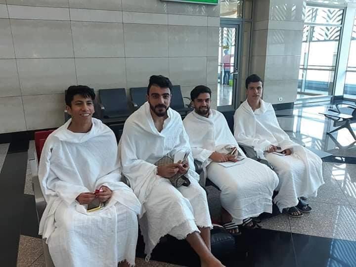 """بالصور.. منافس الهلال بـ""""ملابس الإحرام"""" قبل موقعة ربع نهائي كأس زايد"""