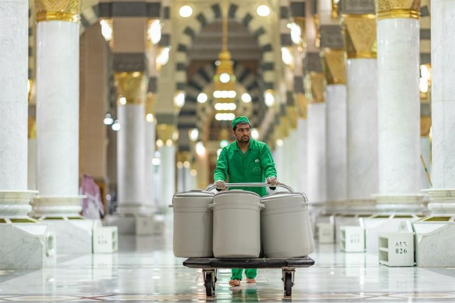 عودة حافظات ماء زمزم للمسجد النبوي