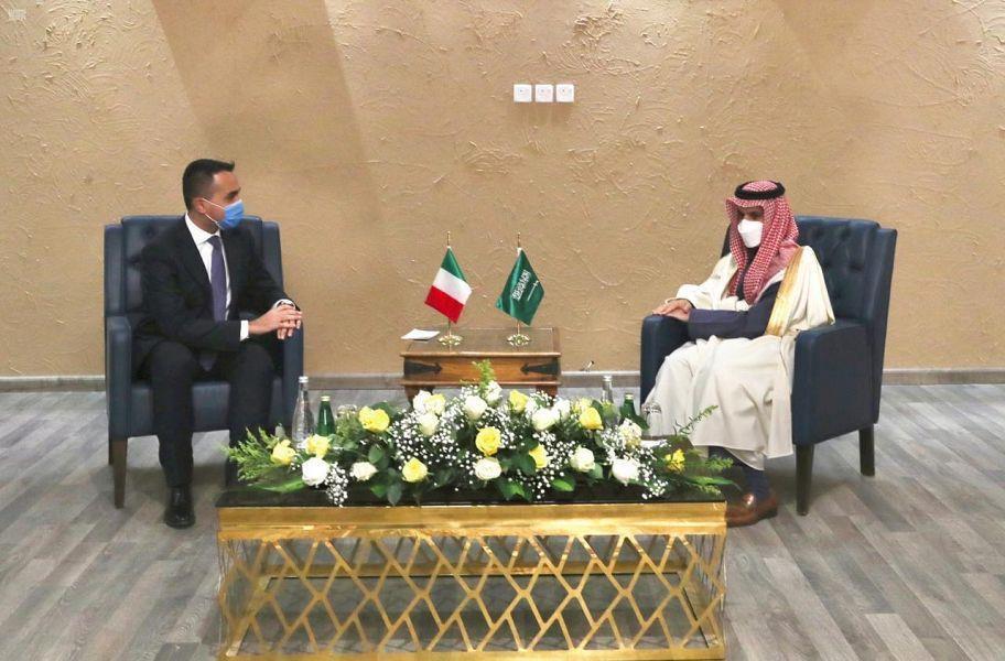 وزير الخارجية يوقع مع نظيره الإيطالي