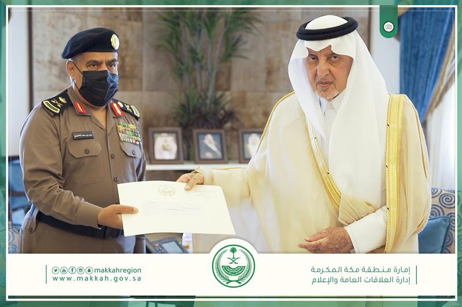 الأمير خالد الفيصل يكرم عددا من ضباط وأفراد الأمن بجدة تقديرا لجهودهم