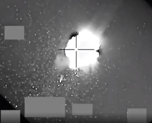 لحظات اعتراض وتدمير طائرات بدون طيار مفخخة أطلقها الحوثيون صوب المملكة