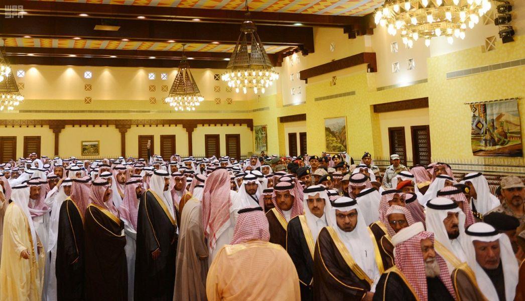 أمير عسير يستقبل المعزّين في وفاة الأمير منصور بن مقرن ومرافقيه رحمهم الله