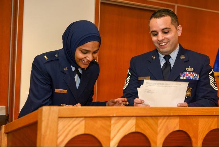 أول فتاة مسلمة في منصب واعظة دينية بوزارة الدفاع الأمريكية