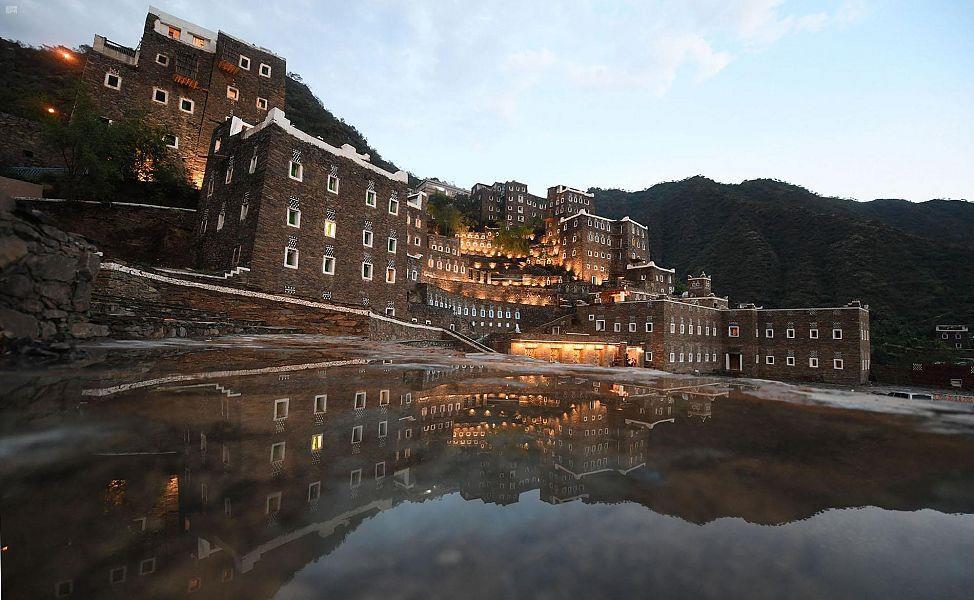 """صيف """"كورونا"""" ينشط السياحة الداخلية بالمملكة.. وسحر مرتفعات الجنوب يجذب المواطنين"""