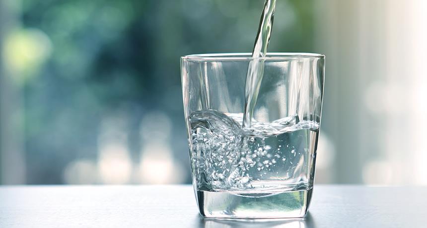 علامات تدل على أنك لا تشرب كمية كافية من الماء