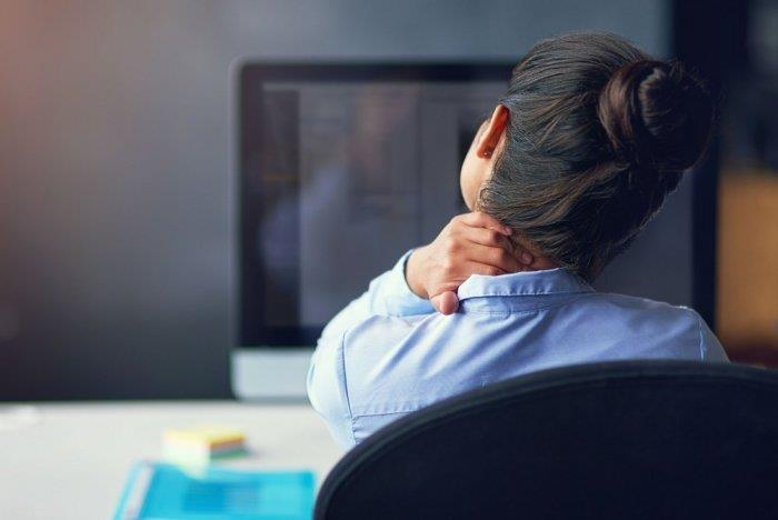 تعرّف على مخاطر الجلوس لفترات طويلة.. وطرق الوقاية من الأمراض الناتجة عنه