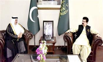 الرئيس الباكستاني يستقبل السفير السعودي
