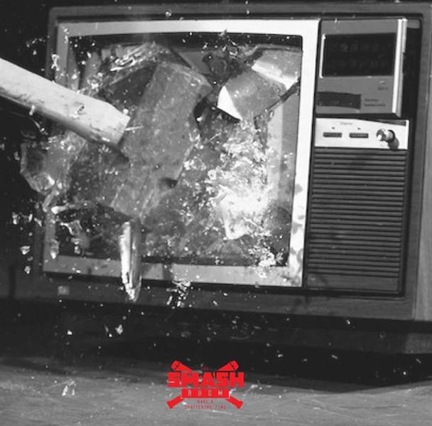 غرف مخصصة لتحطيم الأشياء بالمطرقة والفأس والتنفيس عن الغضب والهموم في دبي