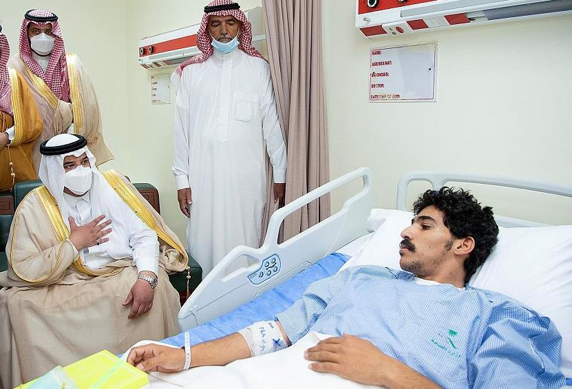 نائب أمير الرياض يزور الجندي السبيعي