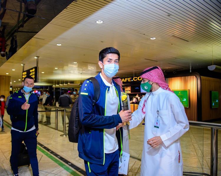 العجمك الأوزبكي يصل الرياض