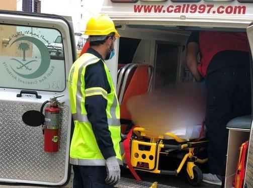 """""""الدفاع المدني"""" ينقذ شخصاً سقط في غدير مياه في أبها"""