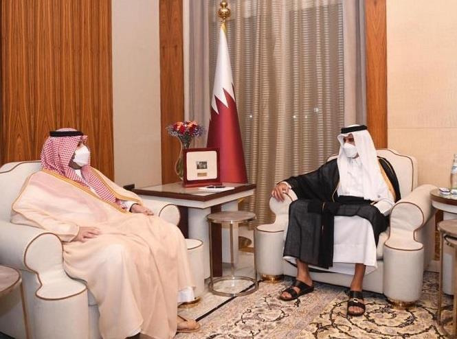 أمير قطر يستقبل الأمير تركي بن محمد بن فهد