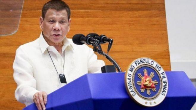 """رئيس الفلبين يدعو مجدداً إلى تعقيم الكمامات بالبنزين لتجنب """"كورونا"""""""