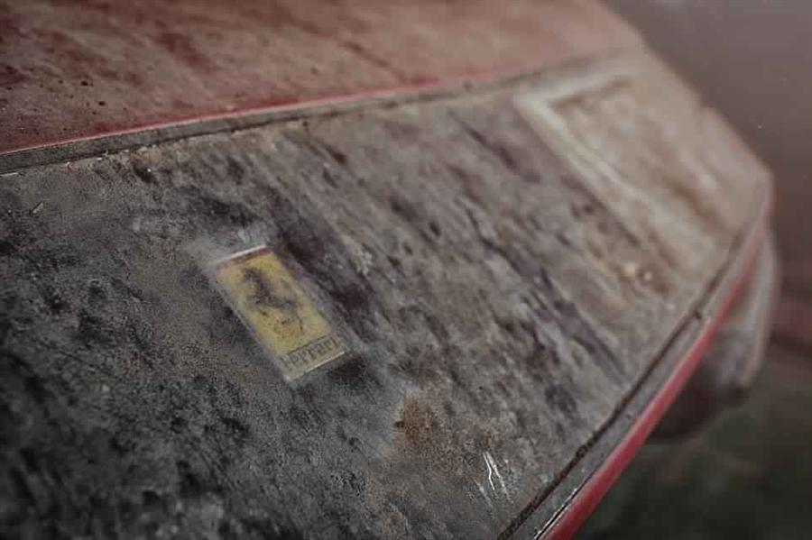 """بالصور.. العثور على سيارة """"فيراري"""" من طراز نادر في اليابان وتوقعات ببيعها بسعر كبير"""